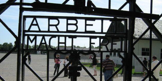 Rubata la targa di Dachau con la scritta
