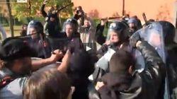Renzi a Brescia, scontri tra polizia e centri sociali (FOTO,