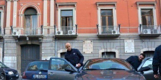 La moglie del boss Michele Petrosino D'Auria dirige il traffico a