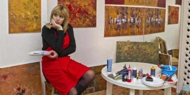 Alessandra Mussolini si dà alla pittura.