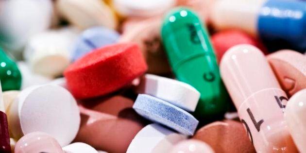 Ma se invece di far la guerra alla droghe si dessero le medicine ai