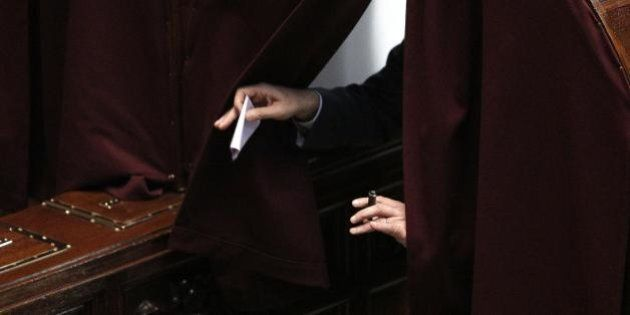 Presidente della Repubblica, per il Quirinale prima votazione. Renzi annuncia Mattarella, Fi dice no
