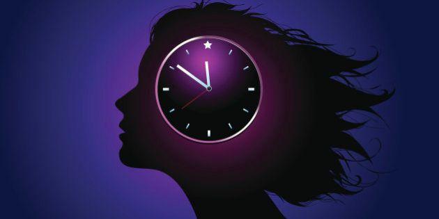 Scattare foto di tutto, fare troppe cose insieme e dormire poco: le 12 pessime abitudini che portano...