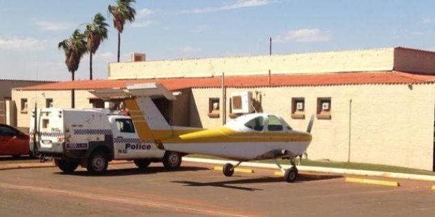 Parcheggia l'aereo davanti al pub. Aveva voglia di birra. Incriminato dalla polizia per aver messo in...