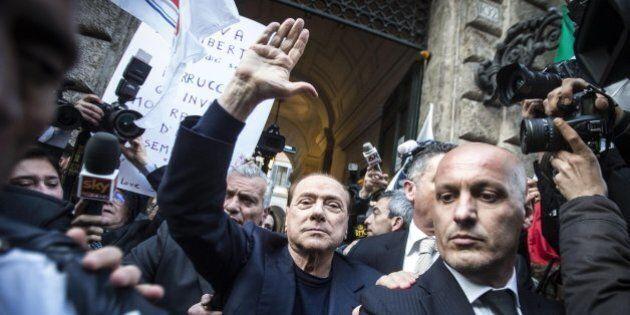 Silvio Berlusconi assolto: telefoni che squillano e il ritorno dei questuanti. L'illusione del potere...