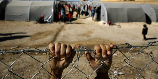 Isis Kobane, torture su ragazzini curdi prigionieri. Appesi al soffitto se invocavano la madre e frustati...