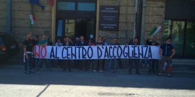 Il sindaco Di Primio protesta con CasaPound a Chieti:
