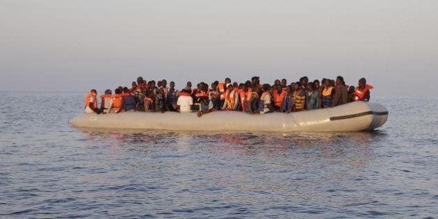 Migranti cristiani gettati in mare. Un abbraccio salva gli altri dalla barbarie. Testimoni:
