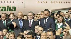 Renzi svela la nuova livrea Alitalia: