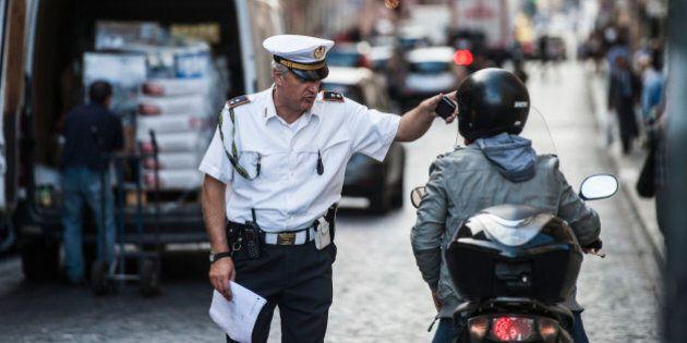Ai vigili di Foggia 188 paia di mocassini per affrontare il caldo. Il prezzo? 127 euro per ogni dipendente,...