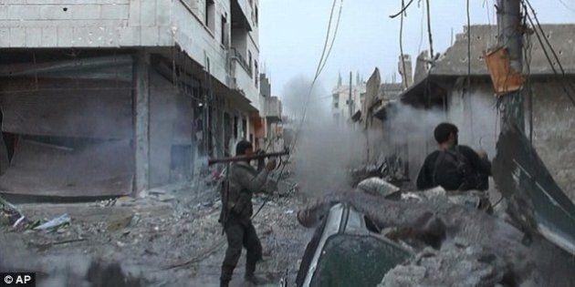 Kobane, Isis diffonde foto dei jihadisti in battaglia. Massacrati oltre 200 membri della tribù sunnita...