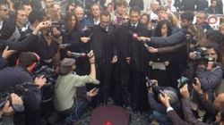 M5S celebra il funerale del Paese a Montecitorio (FOTO,