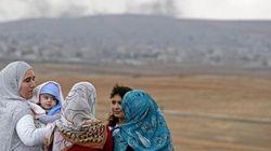 Donna lapidata dall'Isis si rialza all'improvviso. Jihadisti costretti a