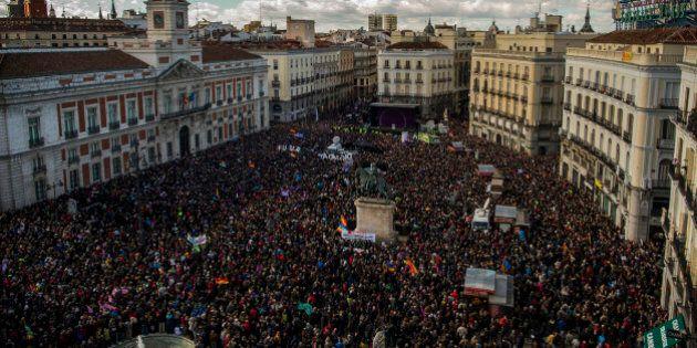 Spagna, Podemos: decine di miglia in piazza a Madrid, primo corteo dopo la vittoria di