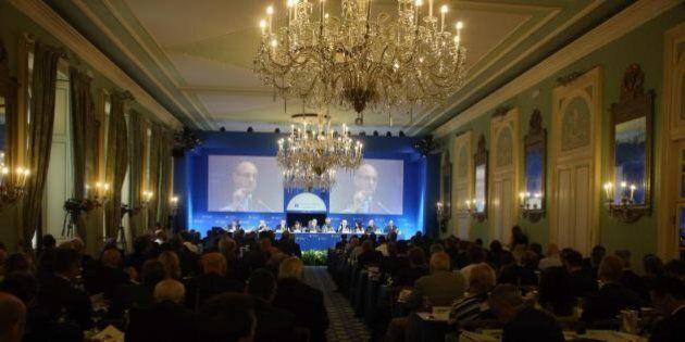 Cernobbio, Matteo Renzi conferma il proprio no e preferisce la rubinetteria di Brescia. Ma al Forum i...
