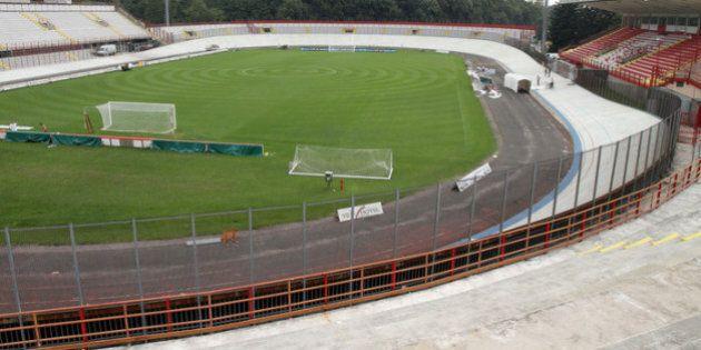 Cagliari, ultras schiaffeggiano alcuni calciatori nello spogliatoio. Varese, danneggiato lo stadio: rimandata...