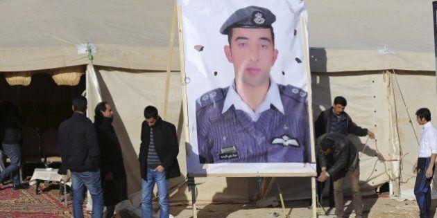 Isis: angoscia per la sorte del pilota giordano. Su Twitter: