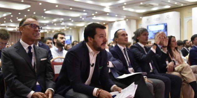 Matteo Salvini nel salotto di Confindustria di Santa Margherita Ligure. Discorso anti-euro, la platea...
