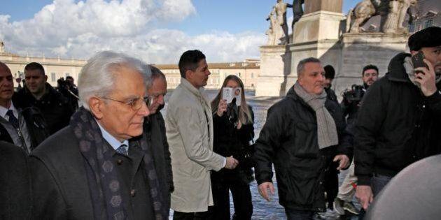 Sergio Mattarella, prima domenica da presidente. A messa a piedi per rispettare il blocco del traffico...