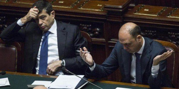 Ncd nella bufera. Molti chiedono ad Angelino Alfano di lasciare il Viminale per pensare al partito. In...