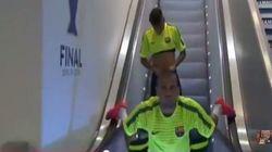 Juventus Barcellona. Dani Alves si allena sulle scale mobili