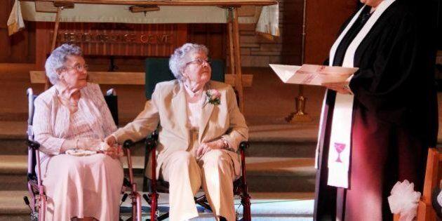 Vivian e Alice spose dopo 72 anni di fidanzamento nell'Iowa. Il matrimonio gay fra due 90enni americane