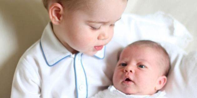 Principessa Charlotte, le prime immagini ufficiali in braccio a George. Dietro l'obiettivo c'è mamma...