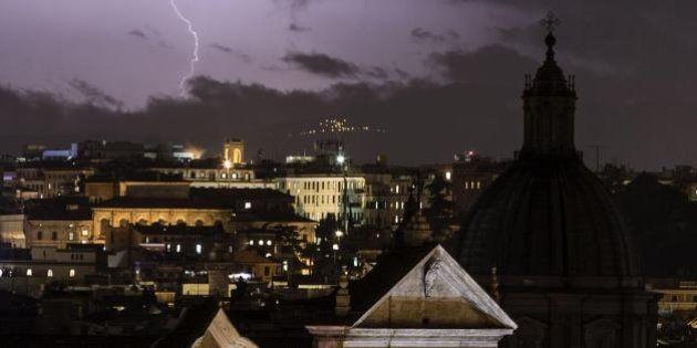 Maltempo, Roma ancora sotto la pioggia. Da nord a sud, l'Italia sotto la morsa di nubifragi. Allerta...