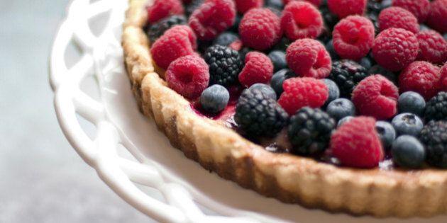 6 frutti di bosco che fanno bene alla nostra salute. Mirtilli, more, lamponi sono ricchi di vitamine...