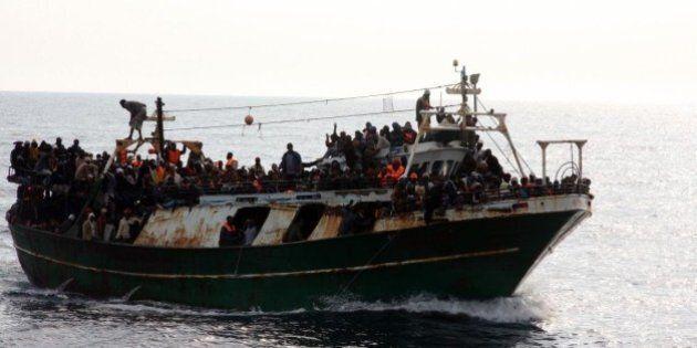 Libia, bombe sui barconi. Tutti i ministri in tv. Si studia missione modello Atalanta, ma l'ok dell'Europa...