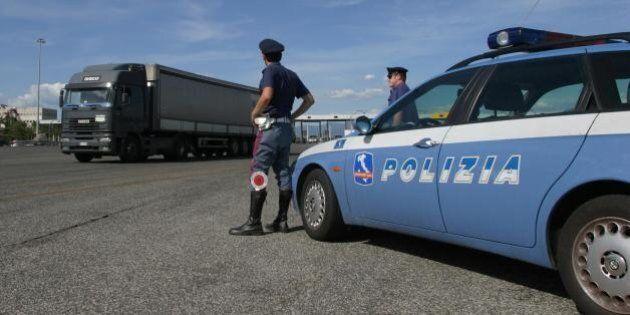 Truffa ai caselli autostradali, scoperti i trucchi per non pagare il pedaggio: cinque autisti denunciati...
