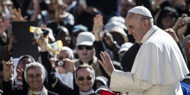 Papa Francesco, donna non è replica dell'uomo, la costola non esprime inferiorità. No alla mercificazione...