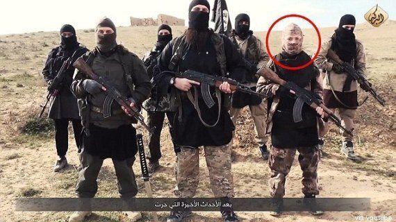 Hayat Boumeddiene, moglie di Coulibaly, potrebbe essere tra i jihadisti di questo video Isis. Le autorità