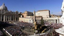 Papa Francesco dà una mano a