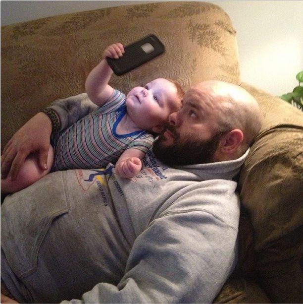 21 foto che mostrano i papà di