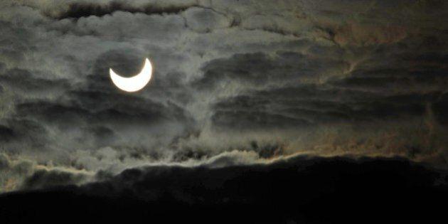 Eclissi di sole 20 marzo 2015, un evento simile si ripeterà solo nel 2026. Come guardarla senza danni...