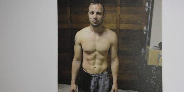 Oscar Pistorius condannato per omicidio colposo resta impassibile. Lacrime e vomito lasciano il posto...