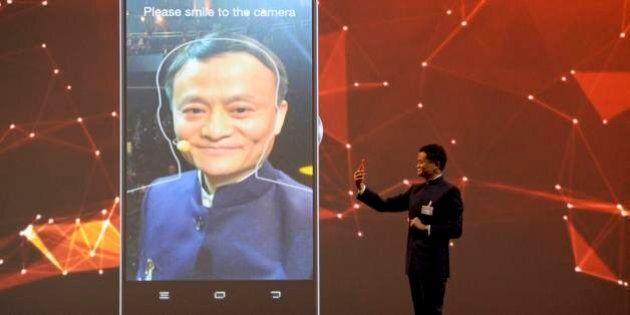 Alibaba, pagamenti con sistema di riconoscimento facciale: il nuovo software del magnate per pagare con...