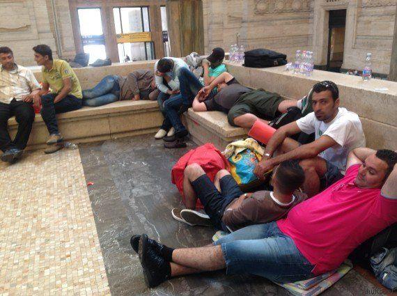 Così siamo arrivati dal deserto della Libia alla stazione di MilanoIl viaggio dei profughi sui barconi...