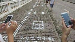 Usi lo smartphone anche quando cammini? Cammina nella tua
