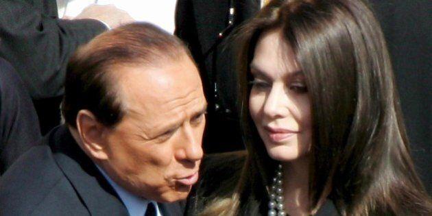 Silvio Berlusconi Veronica Lario divorzio. L'ex moglie del Cavaliere avrà 36 milioni di euro in meno