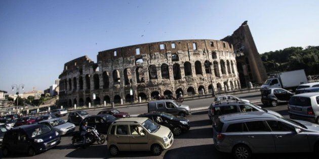 Roma ztl. La capitale chiude al traffico: si entrerà nell'anello ferroviario solo con il bonus o pagando...