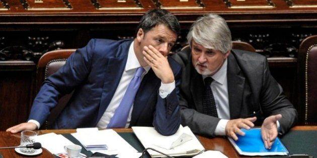Per rompere l'assedio europeo, Matteo Renzi promette il jobs act entro il 30 ottobre. I testi del decreto...