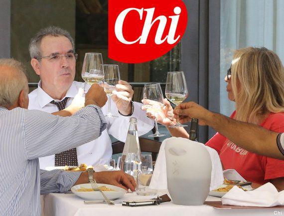 FOTO Lamberto Sposini e Mara Venier a pranzo insieme: brindisi, cibo e risate. Il servizio di