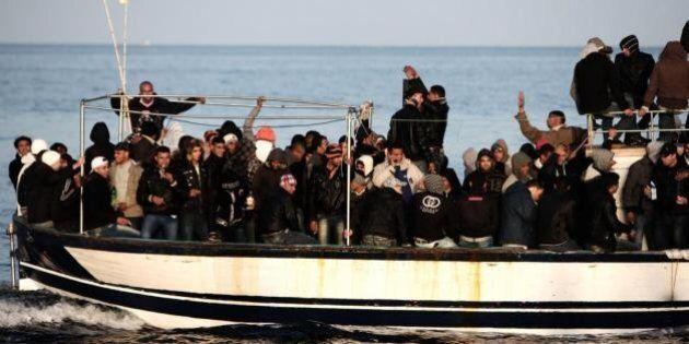 Le lettere d'amore dei migranti morti in mare. Messaggi mai spediti destinati alle mogli e alle fidanzate...