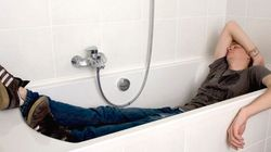 Attore ubriaco sbaglia hotel e dorme in una casa