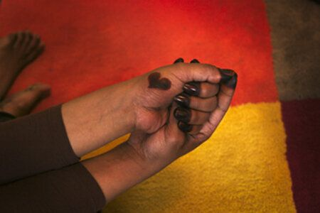 f3ce91e18 Sudan's Female Genital Mutilation Countered By Henna-Dyed Hands ...