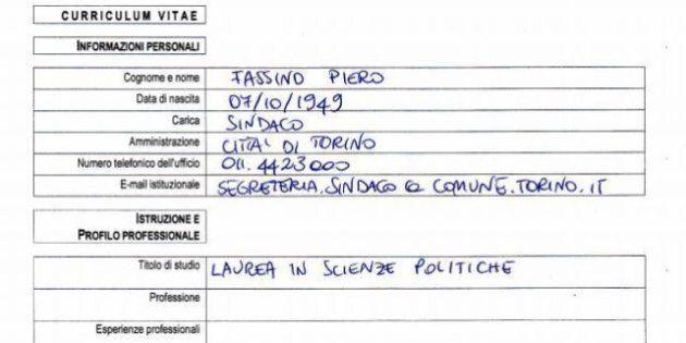Curriculum Sindaco Fassino e assessori del Comune di Torino, online poche informazioni e scritte a mano
