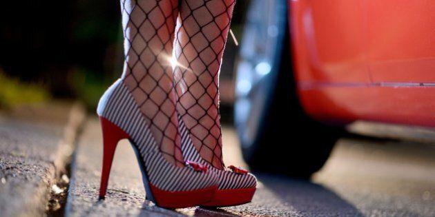 Prostituzione minorile a Roma, scoperto un nuovo giro. Coinvolte 10 ragazzine, ricevevano i clienti in