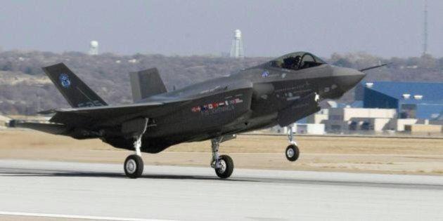 F-35, passa alla Camera la mozione Pd: